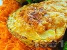 Рецепта Пълнен печен картоф със сирене, извара, чесън и копър на фурна (без месо)